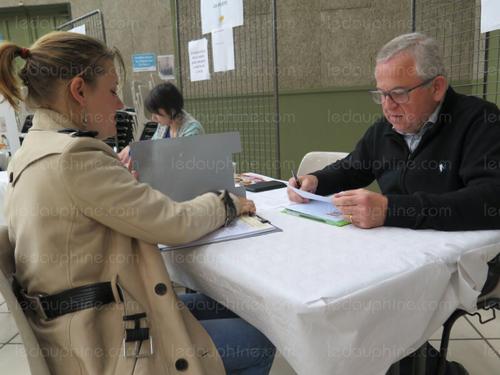 """""""Job dating"""" à Équinoxe : 17 entreprises et 145 jeunes"""